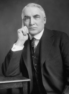 """Efter 1. verdenskrig (og den spanske syge) længtes man også efter normalitet. Det fik amerikanerne til at vælge en præsident, der af stort set alle historikere ses som den mest inkompetente gennem tiderne. Han hed Warren G. Harding og hans slogan var: """"Back to normalcy!"""" Foto: Library of Congress"""